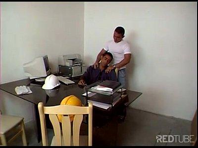 Patrão safado faz sexo no escritório