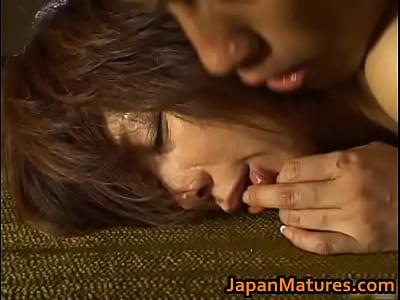 熟女じゃないと出せない味!翔田千里が見せる汗だく濃厚なセックス。