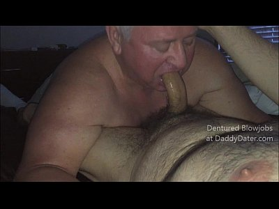 Vídeos Gratis Gay Dentured hairy silverdaddy daddybear gives hairy bear hot toothless blowjob