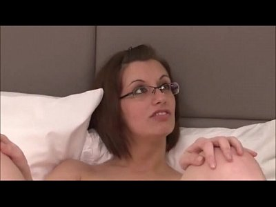 Glasses Busty Doggystyle video: Lola Vinci bonne salope