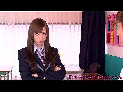 【JK ロリ動画】茶髪ロングで美乳の敏感な女子校生が教室で童貞同級生を誘惑してアナル舐めや手コキでご奉仕セックスで正常位で顔面射精