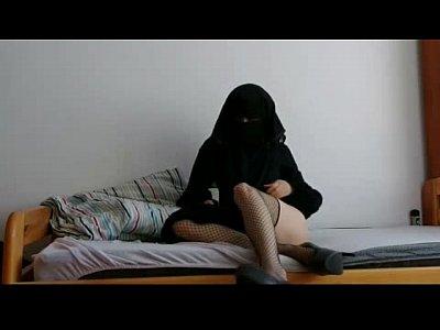 Tube Porno arabe safada brincando com a buceta