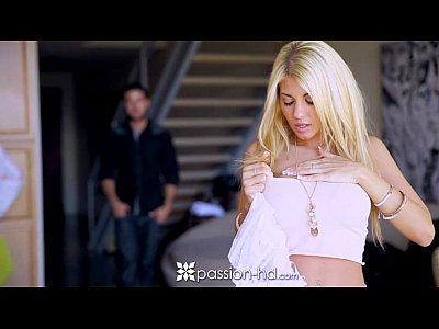 Adelina este o blonda superba si adora futaiul tare