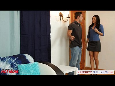 Brunette Milf Fuck vid: Hot mom India Summer gets pussy fucked and nailed
