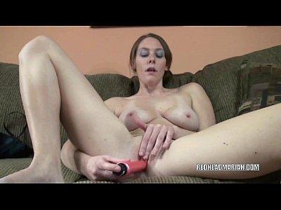 procace ragazza del college mariah scopa il suo twat con un dildo