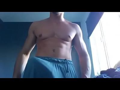 Oporno Gay Maduro casado de gym ensenando su verga enorme en cam