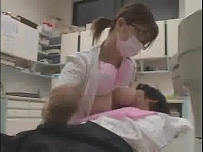 歯医者さんで手コキされて、おっぱいを舐めさせてもらう、絶対抜けるよ!  THE・手コキ【無料動画集】