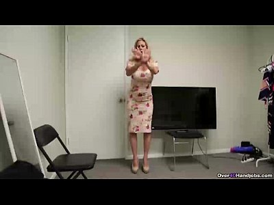 Blonde Handjob Milf video: ov40-Sexy mature babe handjob