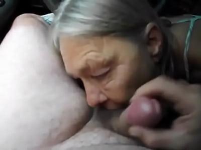 vid: mami szopik