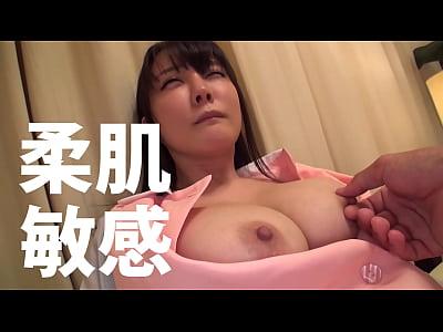 色白爆乳の看護師との中出しセックスハメ撮り動画