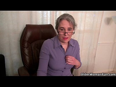 Milf Mature Cougar video: American milf Tricia Thompson is feeling playful today
