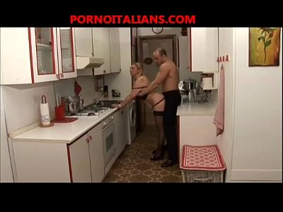 Casalinga matura italiana fa pompino - Italian wife mature blowjob