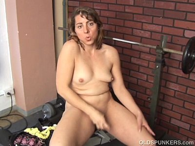 Amateur Belly Chubby video: Super cute MILF fucks her soaking wet pussy just for you