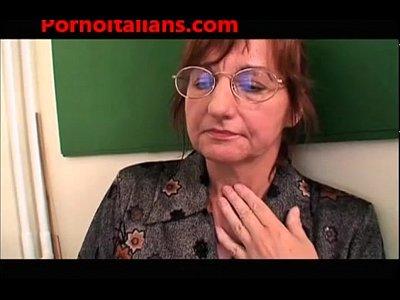 Sex Studentessa movie: Studentessa e prof scopate dal bidello