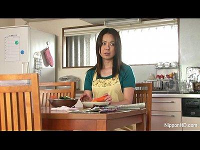 """""""無修正""""野菜を見ていたら発情した人妻wの無料エロ動画"""
