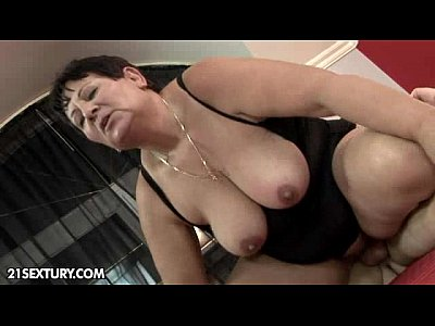 Bigboobs Blowjob Brunette video: Lawanda loves it