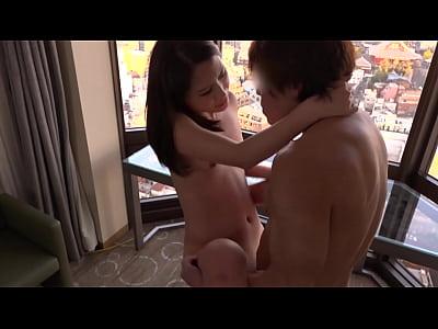 ハイヒール履かせたままのスレンダー貧乳美脚美女と高層ホテルで激しいハメ撮りSEX