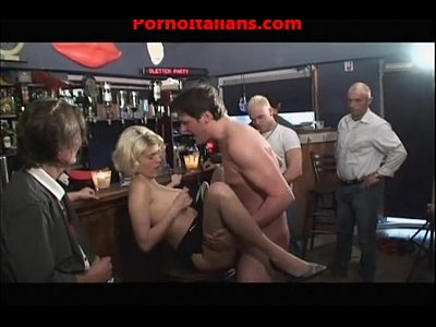 Group Orgy porno: orgia al bar - orgy drink bar