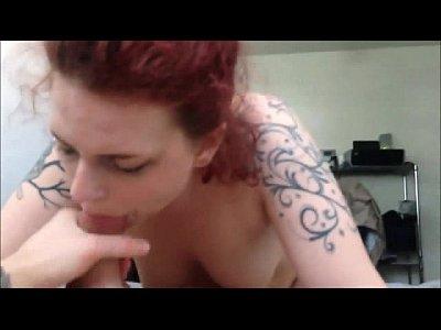 Rossa tatuata succhiacazzi