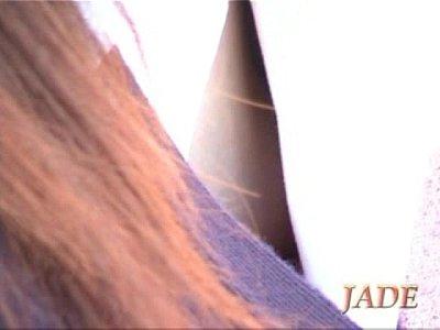 【胸チラ盗撮動画】街中で油断し過ぎな素人お姉さんの胸元を撮影したら乳首が丸見えでビックリww
