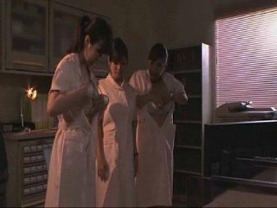 【レズ】イッテpyu巨乳ナース陣がおっぱい揉んで母乳絞っちゃう3Pレズレジャーw