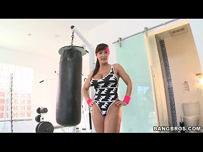 Brunette Fitness Gym video: Fitness MILF Babe Lisa Ann