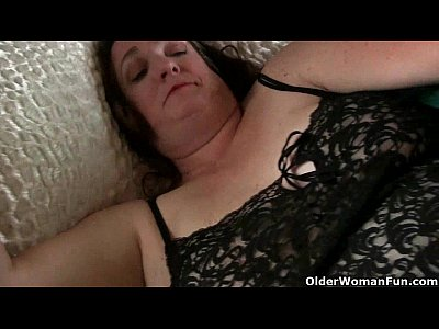 Solo Milf Chubby video: Granny needs to cum