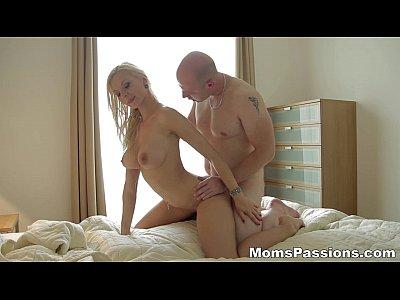 Milf γουστάρει σεξ με πάθος (5 min)