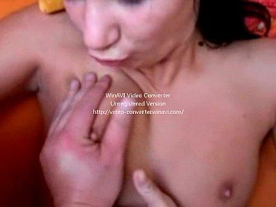 Ninfeta linda dando a buceta apertada