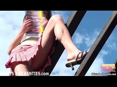 [盗撮]パンツの食い込みオマンコをアピール!パンチラ盗撮動画です。 – 盗撮せんせい