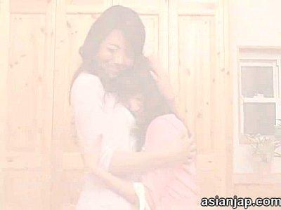 義母、北条麻妃出演の無料jukujyo動画。大人の色気ハンパない義母と禁断の夜を過ごす娘北条麻妃