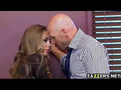 Johnny Sins fucks Nicole Aniston so hard in her vagina