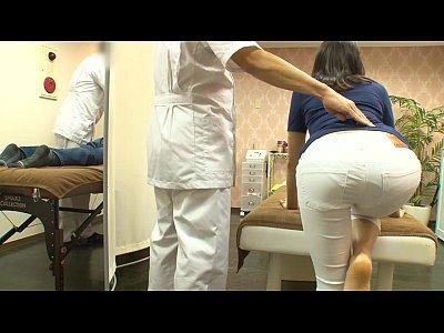 【熟女動画】ご主人同伴できたエステティックサロンで寝取られるセレブ奥さま