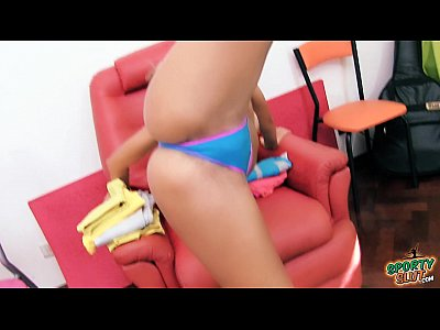 Babe Bigass Gym video: Round Ass Babe Stretching in Thong