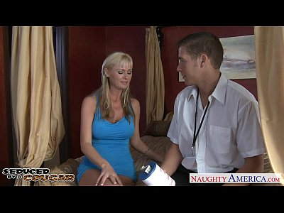 Hardcore Blonde porno: Hot blonde cougar Allison Kilgore fucking