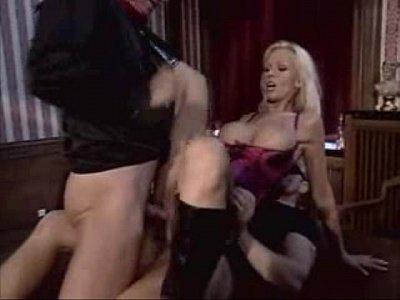 Film Porno Cu Blonda Care Si-O Trage La Dublu In Cur Si Pizda