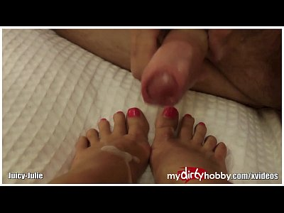 Couple Fetish Foot video: Real men love feet!
