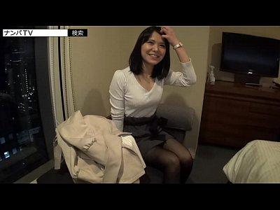 服着てても分かる巨乳な素人美女をナンパしホテルに連れ込んだら清楚系の見た目とは裏腹なドスケベっ娘でしたw【無料AV動画】