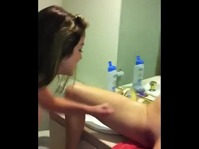 Girl Shaving Her Pussy Video