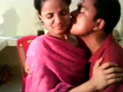 Amateur indian nisha enjoying with her boss - free live sex - www.goo.gl sqkikh
