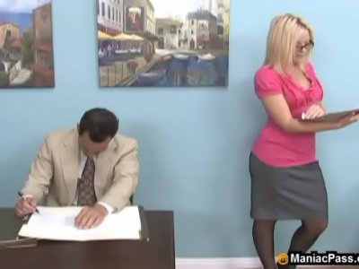 Foot Fetish Blonde video: Nasty dreams in the office