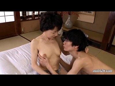かなりガリガリの熟女さんが、和室にて不倫相手とセックス!敏感な身体でおマンコは濡れ濡れw