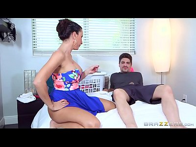 Blowjob Facial Threesome vid: Brazzers - (Lezley Zen) - Mommy Got Boobs