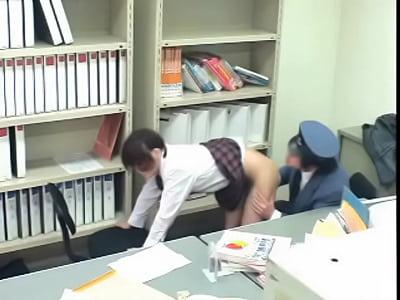 【制服美少女】キセルをした制服美少女は駅員に無理矢理犯されるw