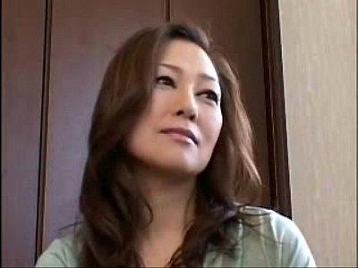 【素人人妻熟女不倫エロ動画】美熟女の魅力にとりつかれて野獣のようにがっつくイケメンのエロ動画!