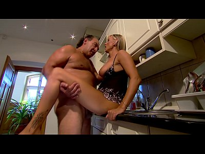 German Amateur Hardcore video: Mature Mom fucks in kitchen - Winnie