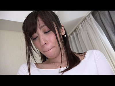 ムチムチ太ももの巨乳奥さんは着衣越しに乳首を触っただけでも超敏感なのにめっちゃ舌を絡めてくるw