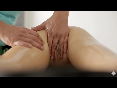 Bigdick Blowjob Bodymassage video: Caroline cums quickly on massage table