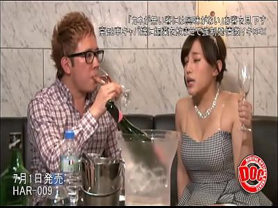 【隠し撮り】2000円で飲み放題だと言うAV女優が働いてるパブに潜入してみた結果…