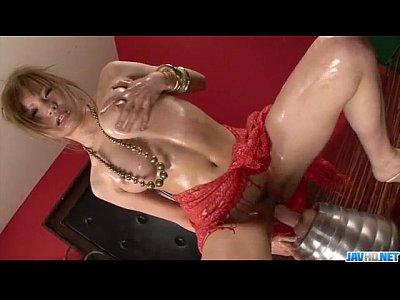 ★ギャル動画★モデル身体型のしゃぶりつきたい美乳ギャルが巨大ディルドーを使って激しく自慰!黒ずみきれいなおまんこに挿入して激しく腰を振りまくってるオな二ー動画